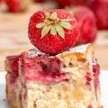 Maślankowe ciasto z truskawkami